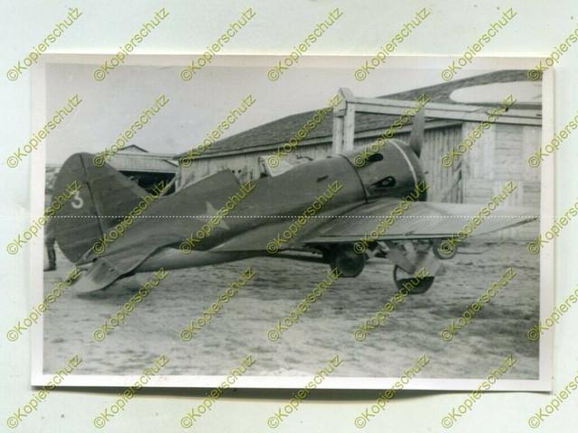 Foto-Wehrmacht-Beute-Flugzeug-Polikarpow-I-16-No3-Russland