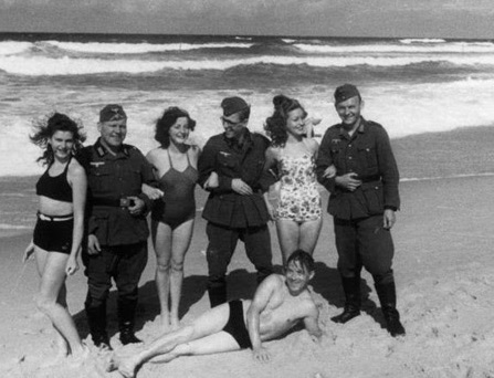 german soldiers with women