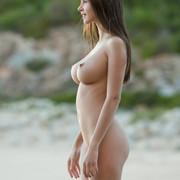 Alisa-Beach-Nude-Babe-03