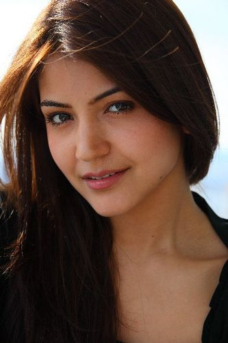 [Image: Anushka-Sharma-hot-wallpapers-2.jpg]