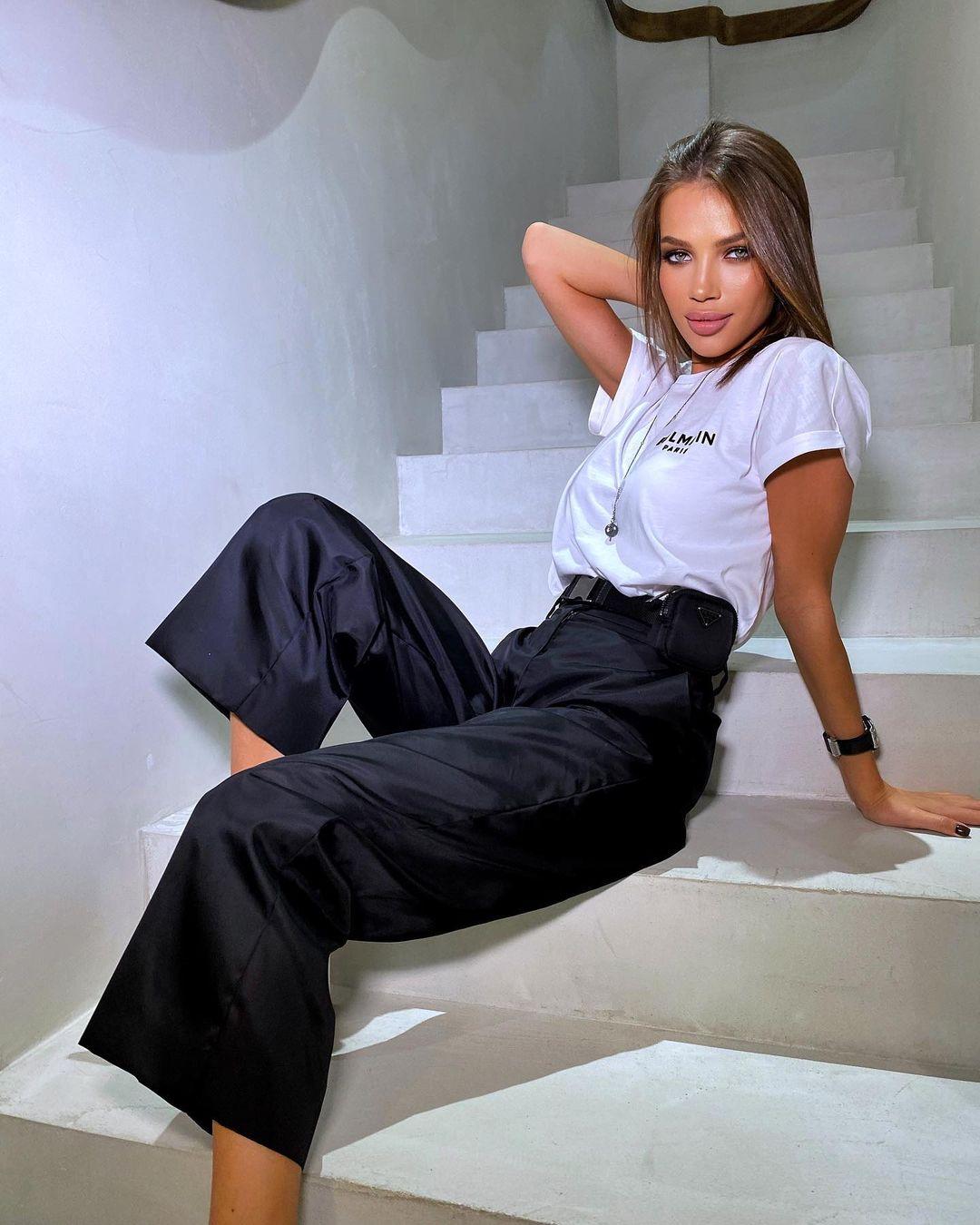 Inessa-Shevchuk-Wallpapers-Insta-Fit-Bio-6