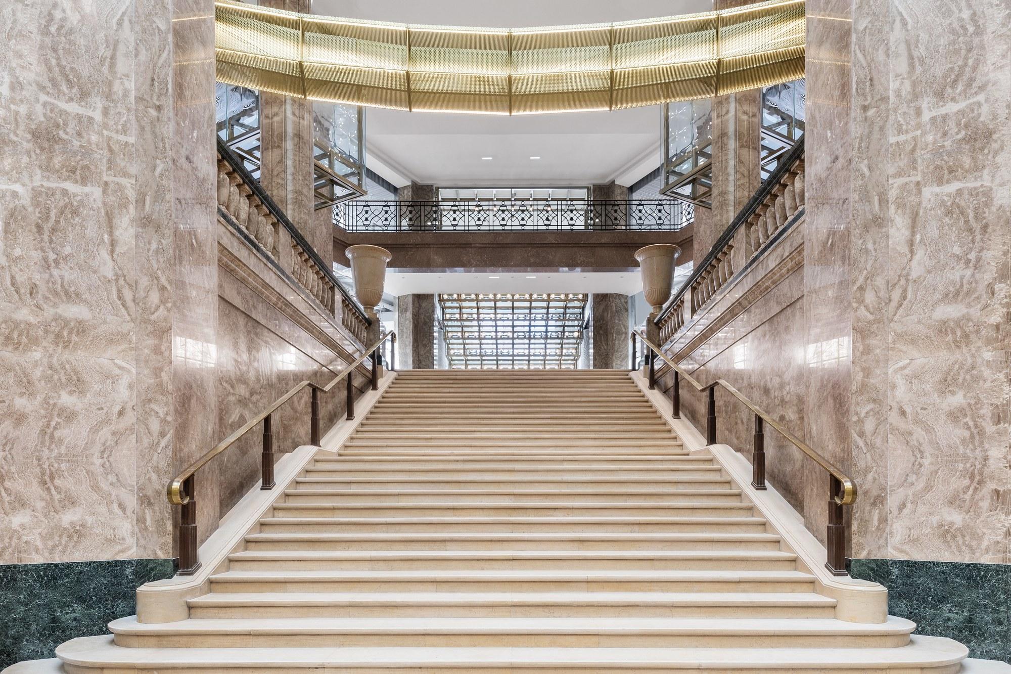 https://i.ibb.co/mc54ZT8/Galeries-Lafayette-Champs-Elys-es-Escalier-Art-D-co-mars-2019-c-Delfino-Sisto-Legnani-e-Marco-Cappelletti.jpg