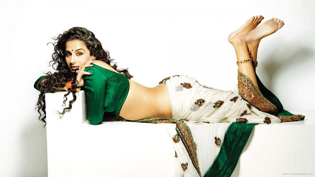 [Image: vidya-balan-wallpaper-in-saree-fhm-1600x...-movie.jpg]