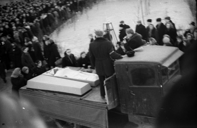 Dyatlov pass funerals 9 march 1959 03.jpg