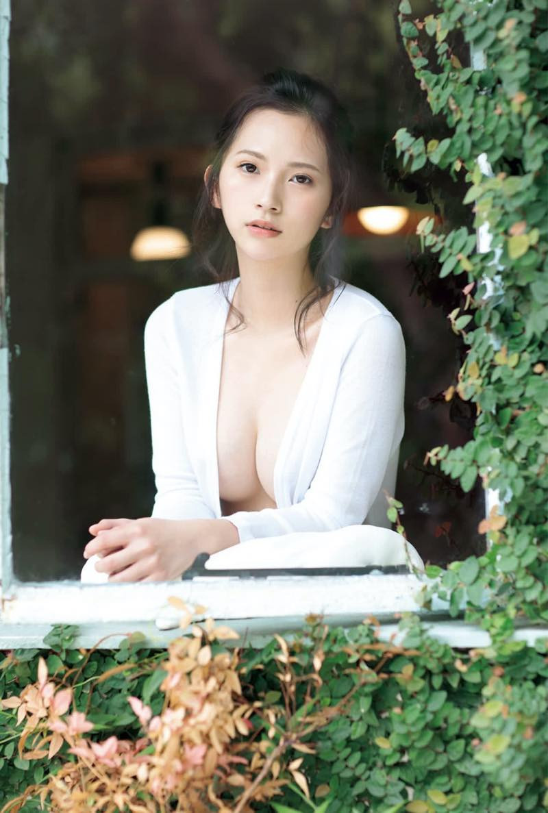 Machiyama-Miho-First-Nude-004
