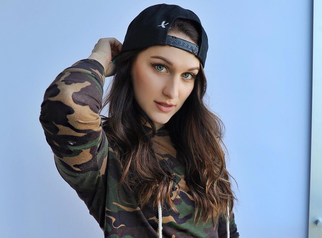 Stefani-Somers-Wallpapers-Insta-Fit-Bio-3