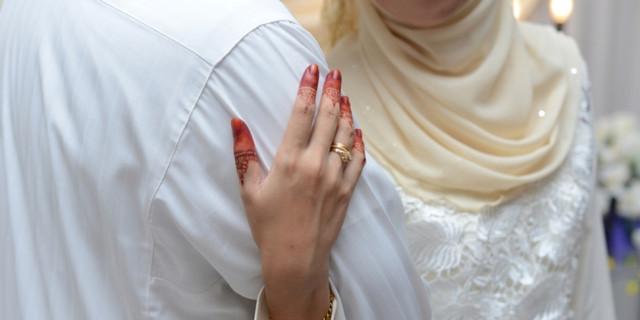 664xauto-pasangan-suami-istri-masuk-islam-harus-menikah-lagi-shutterstcok