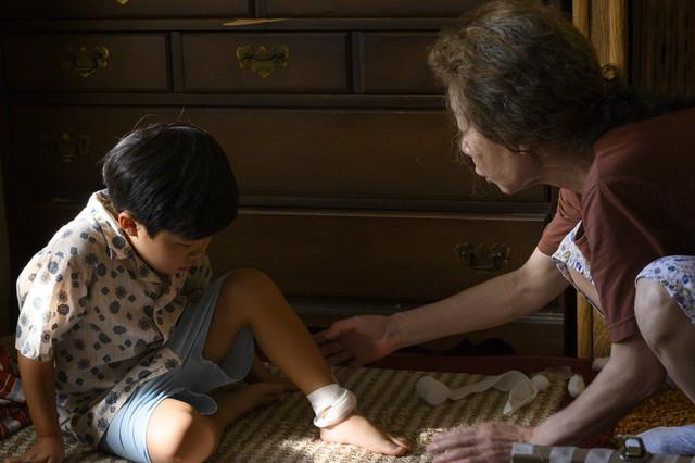 金球獎最佳外語片《夢想之地》Minari 確定在4月16日台上映,由傳影互動發行 MINARI-00003-RCAlan-S-Kim-Yuh-Jung-Youn-Director-Lee-Isaac-Chung-Credit-Melissa-Lukenbaugh-A24