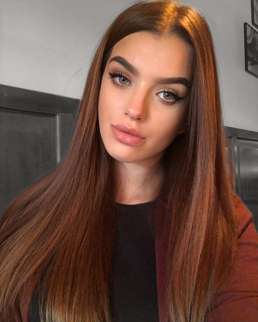 Laurencikova-Laura-Wallpapers-Insta-Fit-Bio-Laura-Laurencikova-Wallpapers-Insta-Fit-Bio-3