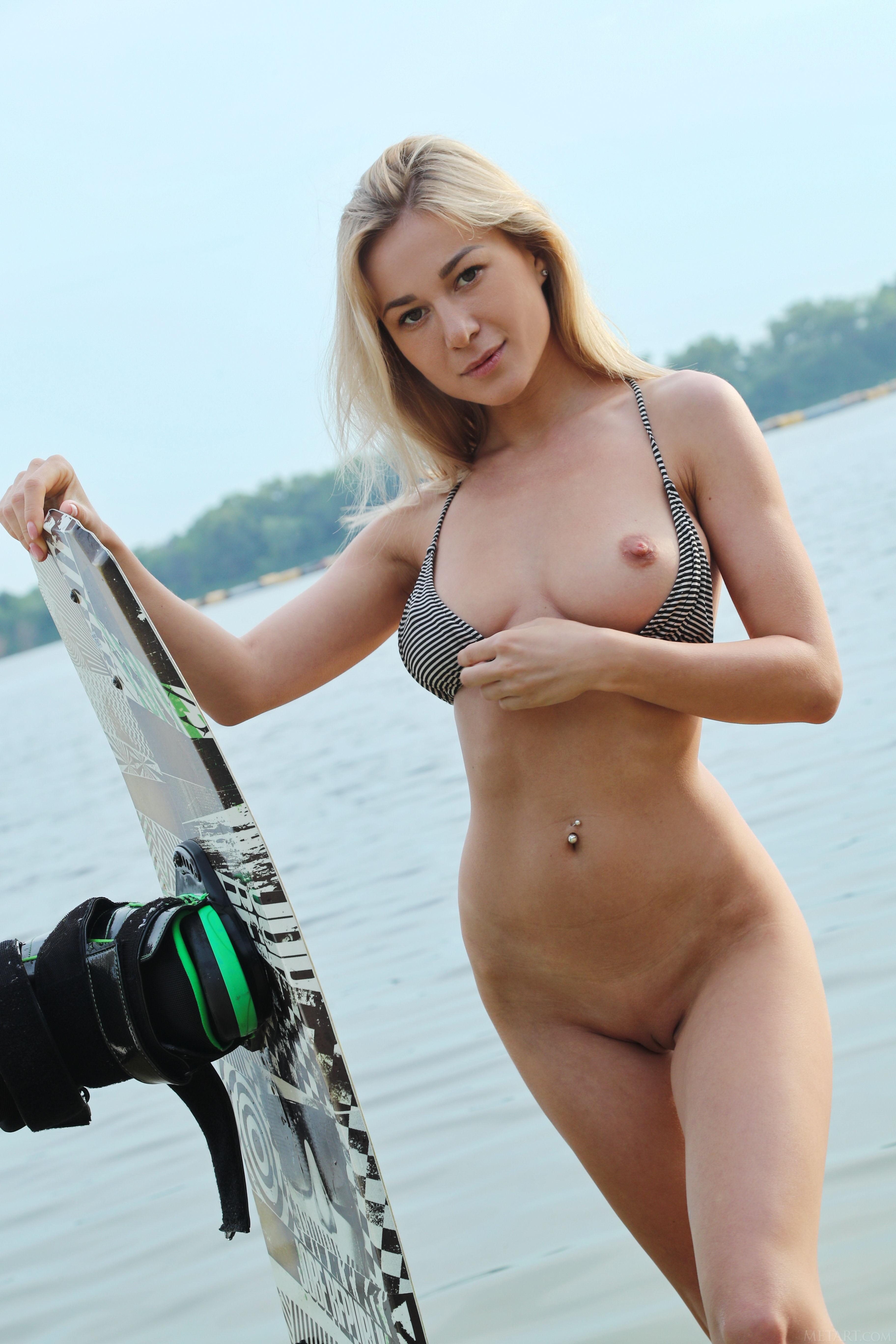 [Image: Met-Art-Water-Sport-Candice-B-high-0010.jpg]