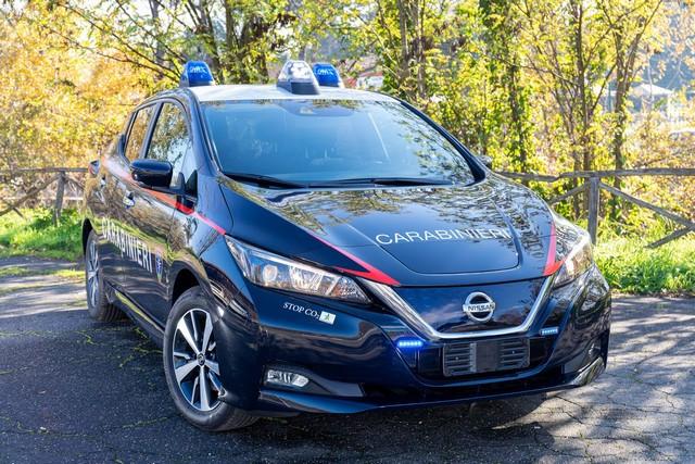 52 Nissan Leaf Pour Les Carabiniers Italiens Nissan-LEAF-all-ARMA-dei-CARABINIERI-2-source