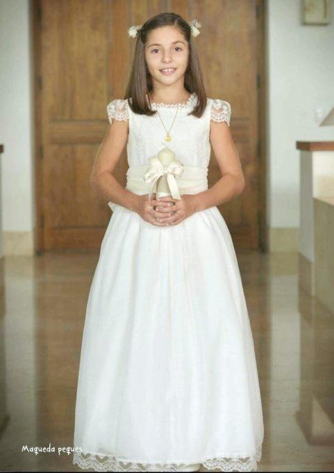 vestidos-de-comunion-a-medida-Leonor-y-Sofia-481x680