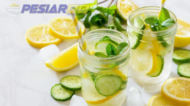 6 Manfaat Infused Water Lemon dan Timun Serta Cara Membuatnya