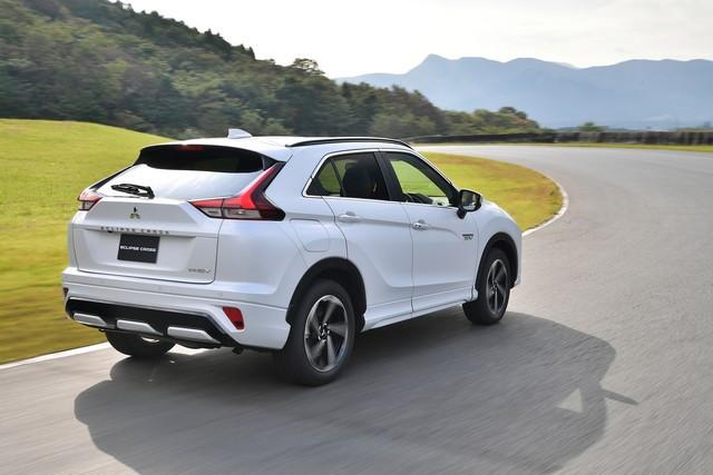 Mitsubishi Motors annonce le lancement de l'Eclipse Cross PHEV en Europe 1344-eclipse-cross-phev-img-11