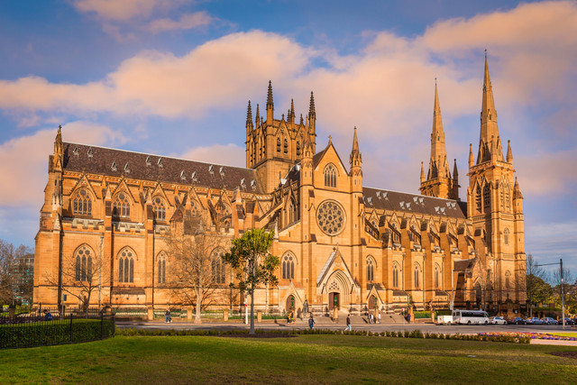 Sydney-Express-Plus-Queen-Victori-Building-ST-Mary-Cathedral