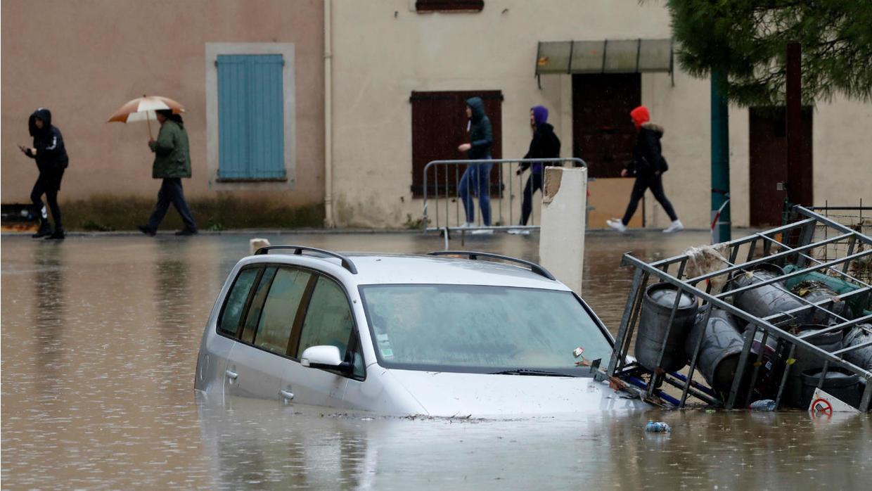 طوفان يغرق فرنسا