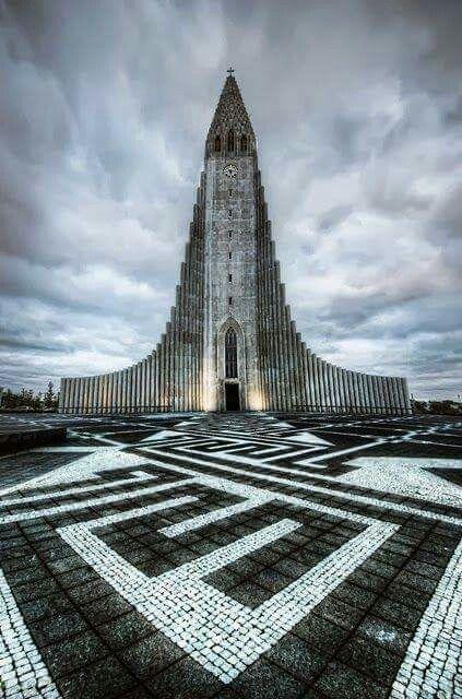 The-Church-of-Hallgrimur-2.jpg