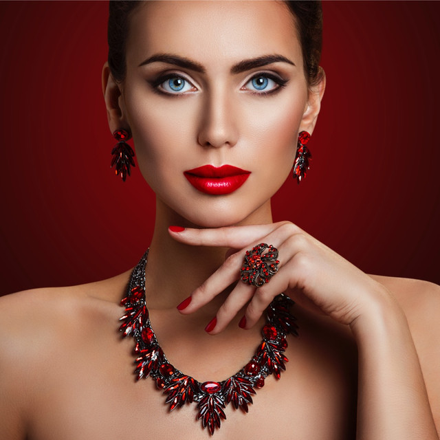 fashion-model-beauty-makeup-red-stone-jewelry-woman-retro-make-up-picture-id881852412