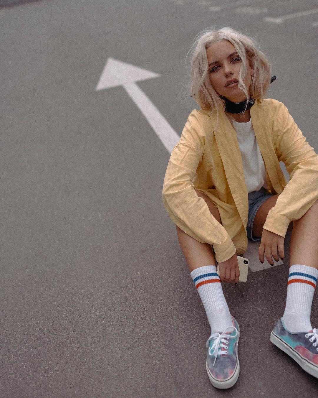 Alexandra-Burimova-Wallpapers-Insta-Fit-BIo-11