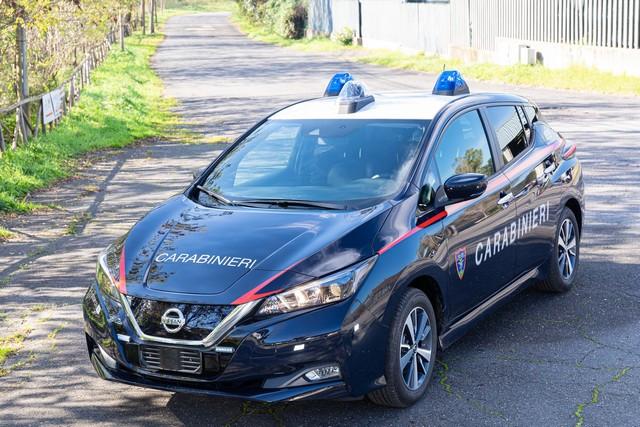 52 Nissan Leaf Pour Les Carabiniers Italiens Nissan-LEAF-all-ARMA-dei-CARABINIERI-7-source