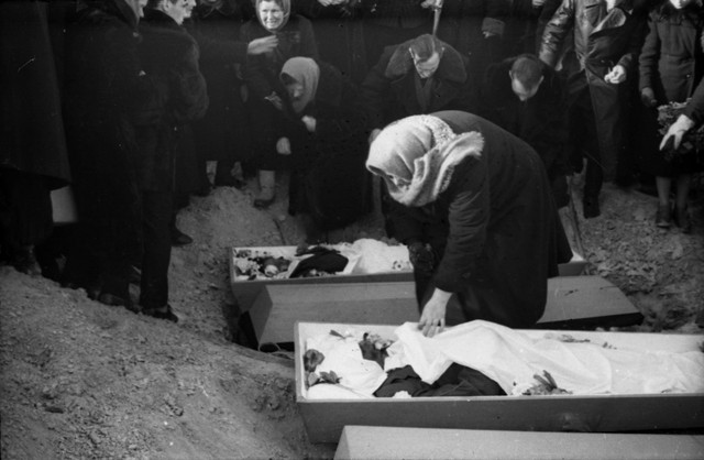 Dyatlov pass funerals 9 march 1959 34.jpg