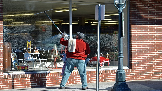 What You Need to Know on Professional Window Cleaning