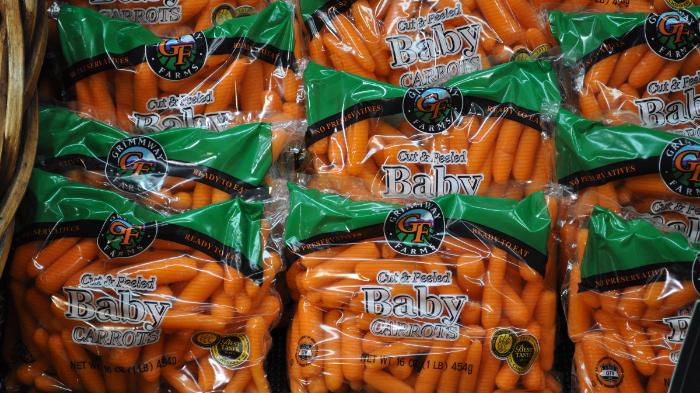 Ilustrasi baby carrots alias wortel mini
