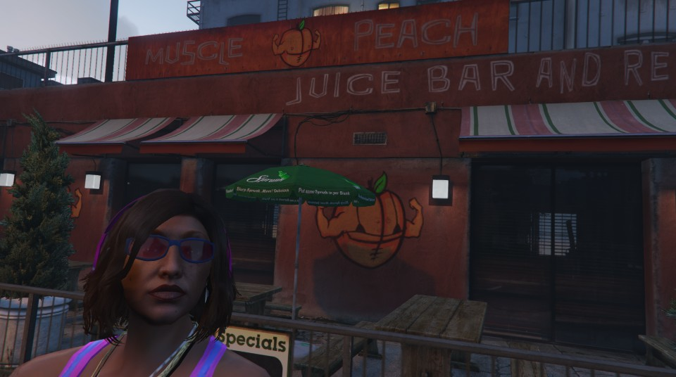 COIA-FREE-JUICE-BAR-ON-VESPUCCI-BEACH.jp