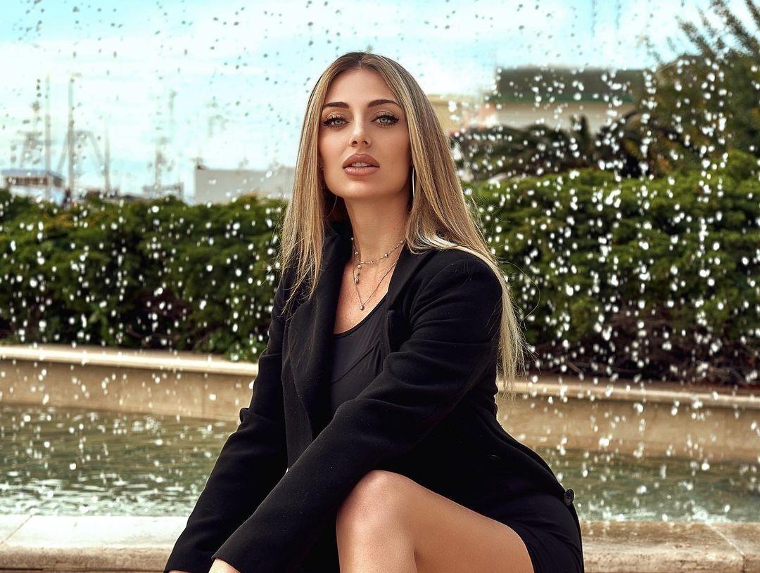 Erika-Crestini-Wallpapers-Insta-Fit-Bio-9