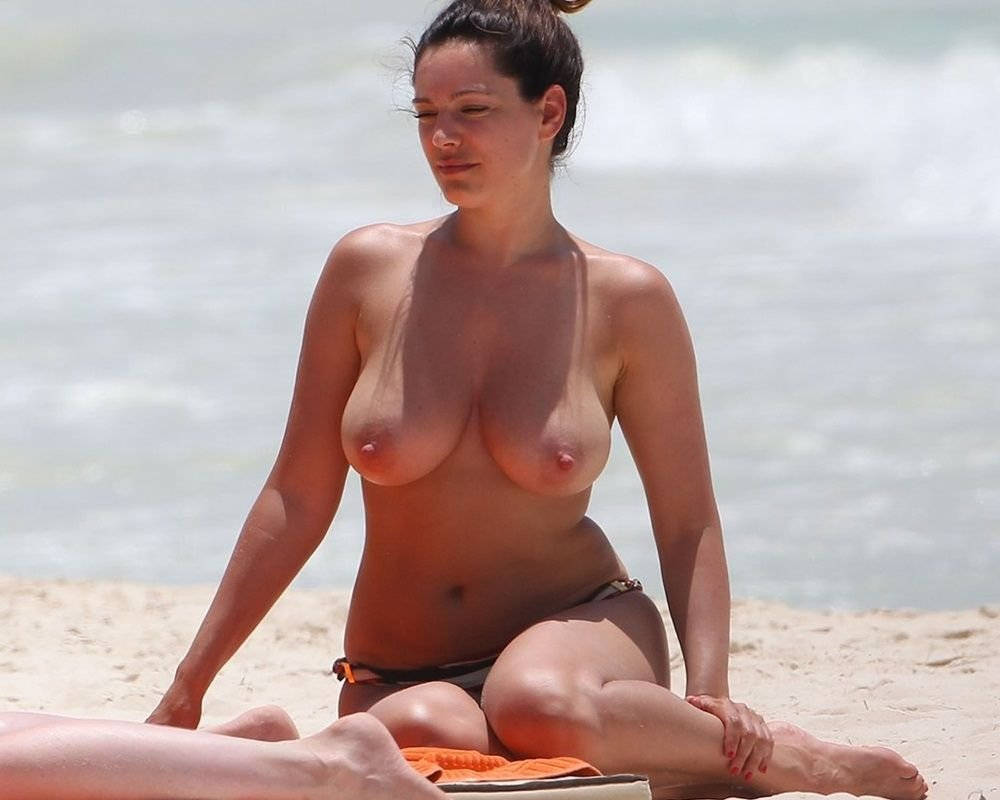 kelly-brook-nude-The-Fappening-Blog-com-7