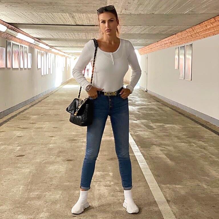 Eva-Henger-Wallpapers-Insta-Fit-Bio-12
