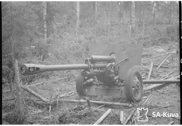 Vallattu-venlisten-pitkputkinen-panssaritorjuntatykki-Ilomantsin-Lehmivaarasta
