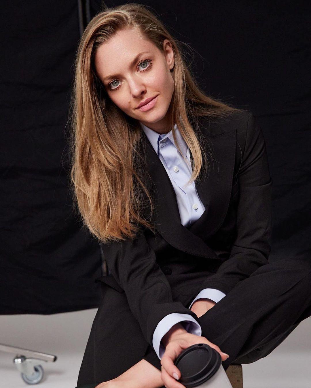 Amanda-Seyfried-Wallpapers-Insta-Fit-Bio-5