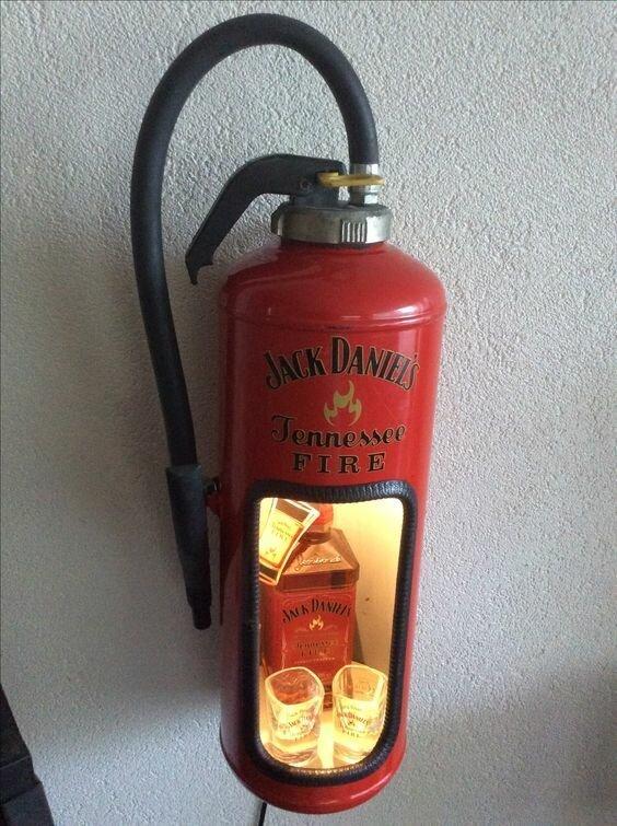 Использование огнетушителя в творчестве