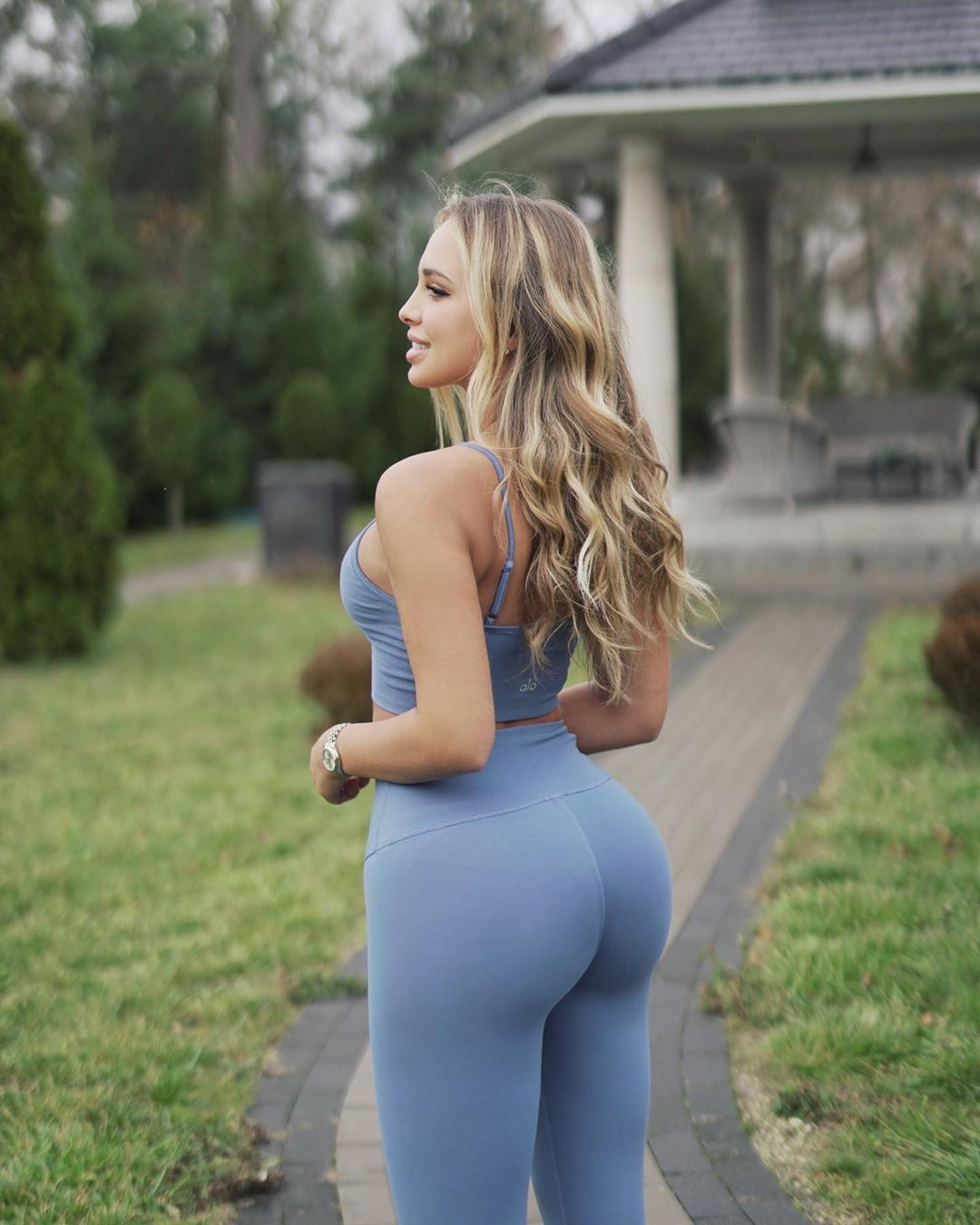 Veronica-Bielik-Wallpapers-Insta-Fit-Bio-5
