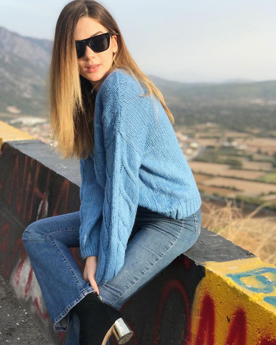 Nursena-Ozcanli-Wallpapers-Insta-Fit-Bio-4