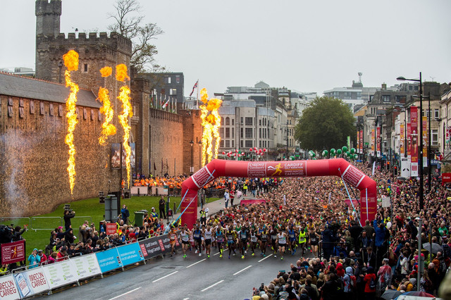 salida-medio-maraton-cardiff-travelmarathon-es