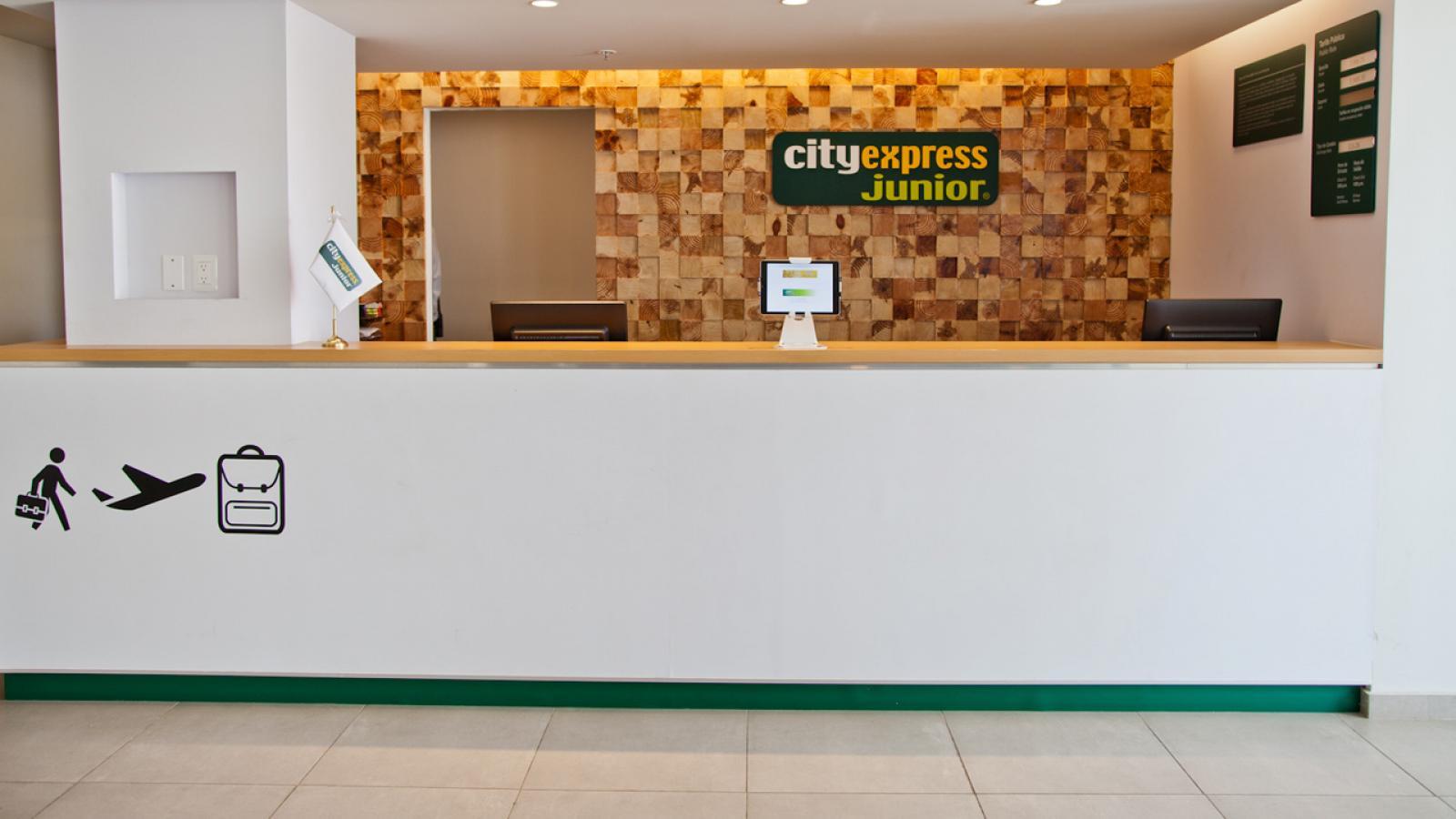 Hotel City Express Junior Cancún