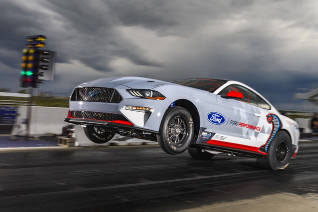 2014 - [Ford] Mustang VII - Page 19 Engineered-to-shatter-towering-performance-goals-without-using-a-drop-of-fuel-the-all-electric-Ford