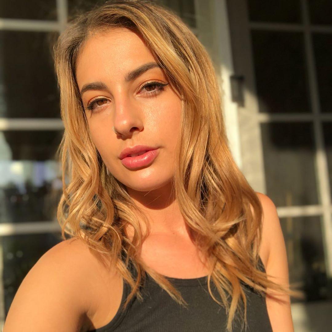 Kristen-Scott-Wallpapers-Insta-Fit-Bio-3