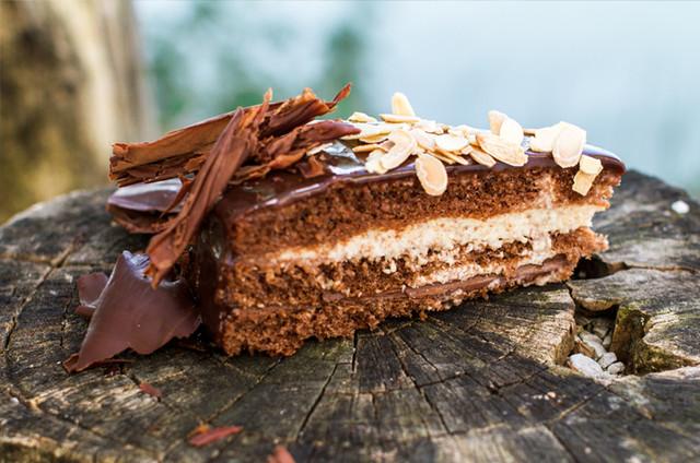 Mandljeva torta z nutelo colnarna trboje