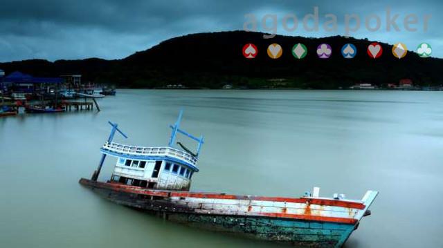Kapal Bermuatan 110 Ton Pupuk Karam, ABK Terombang-ambing di Laut