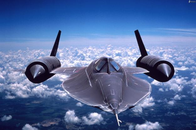 (FOTO) SVE ŠTO TREBATE ZNATI O SR-71 'CRNOJ PTICI'!  Ima snagu prekookeanskog kruzera, dug je skoro 32 metra i najbrži je mlazni avion ikada!