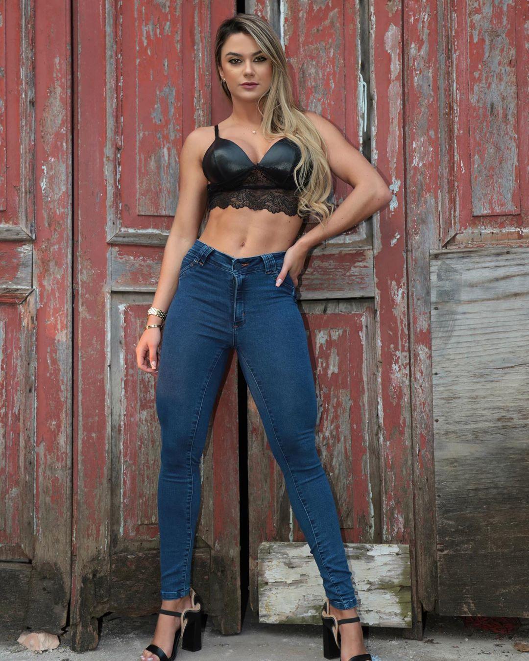 Amanda-Franca-Wallpapers-Insta-Fit-Bio-4