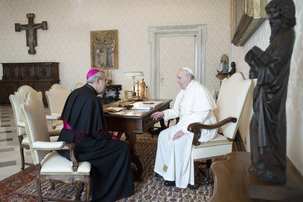 Mons-Giuseppe-Satriano-e-Papa-francesco