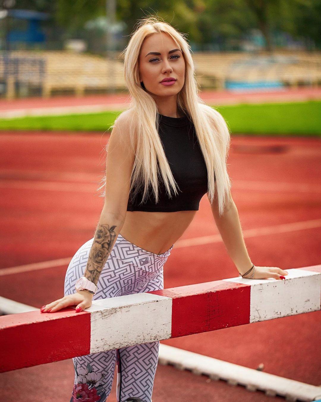 Adrianna-Strzalka-Wallpapers-Insta-Fit-Bio-4