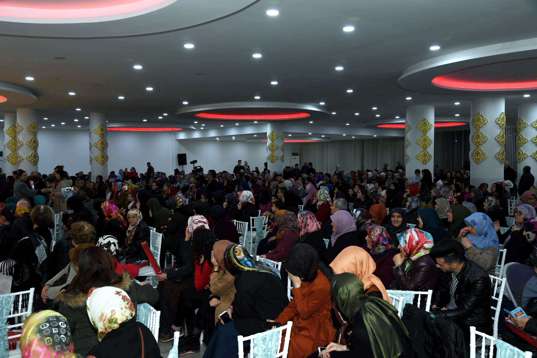 09-03-2019-islamda-kad-n-ve-aile-hayati-konferans-6