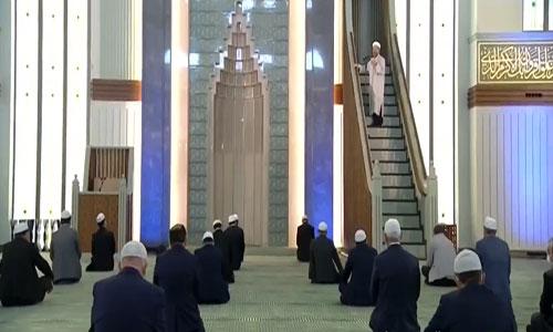 Cumhurbaşkanlığı Sarayında kılınan Cuma namazı gündemde