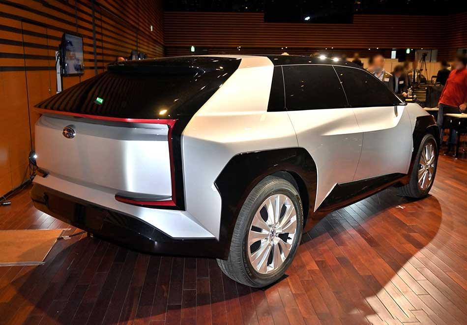 Subaru EV SUV Concept (2020) 14