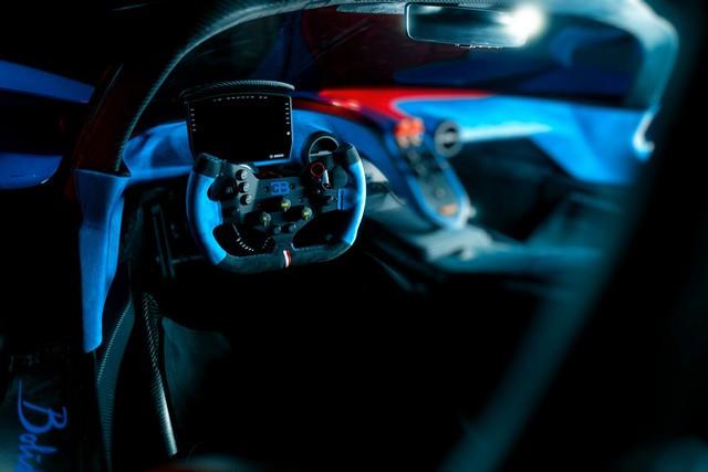 Édition de photos de Bugatti – Le Bolide de Bugatti est bien vrai Bugatti-interior-snap-1